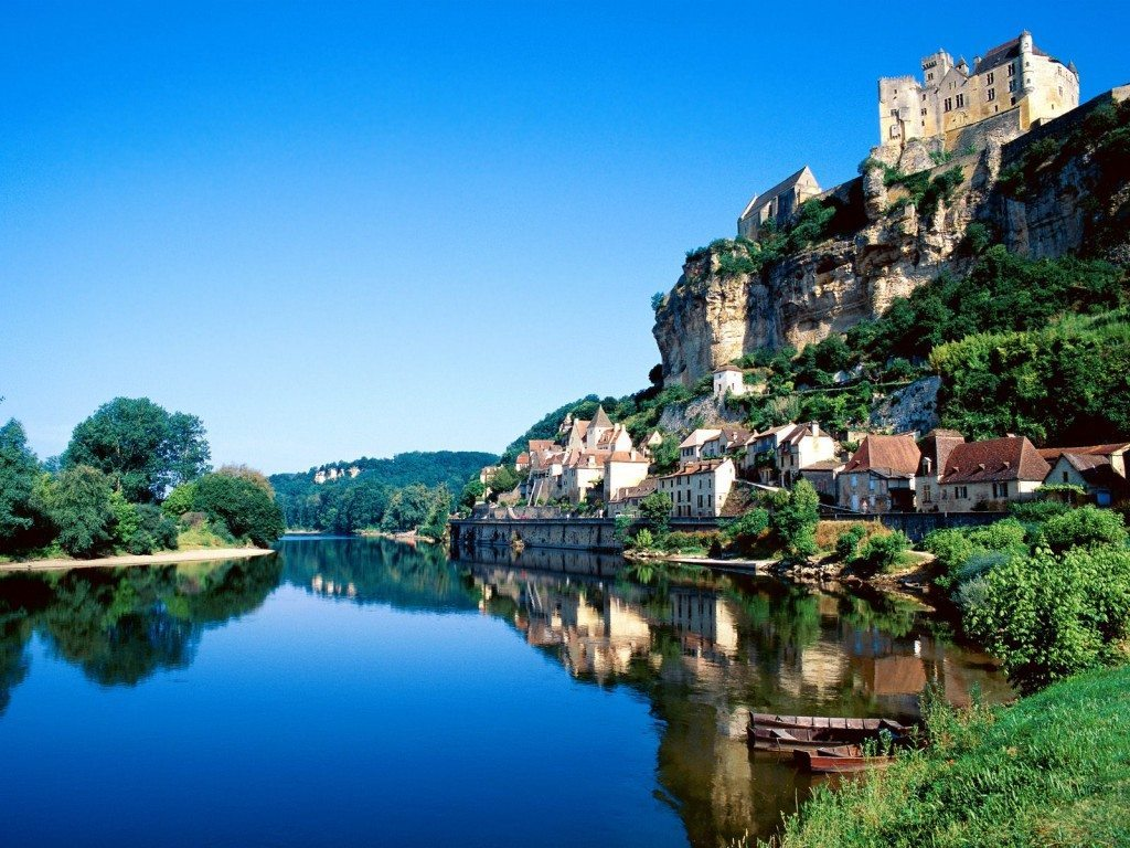beynac__dordogne_river__france