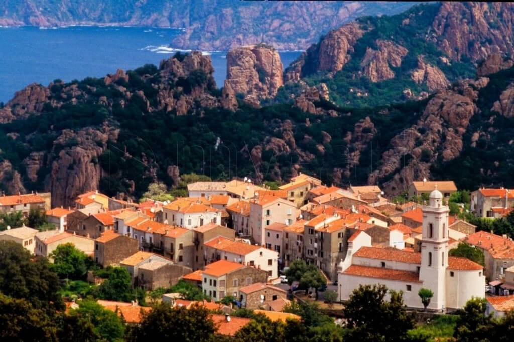 15 Most Beautiful And Charming Small Towns In France