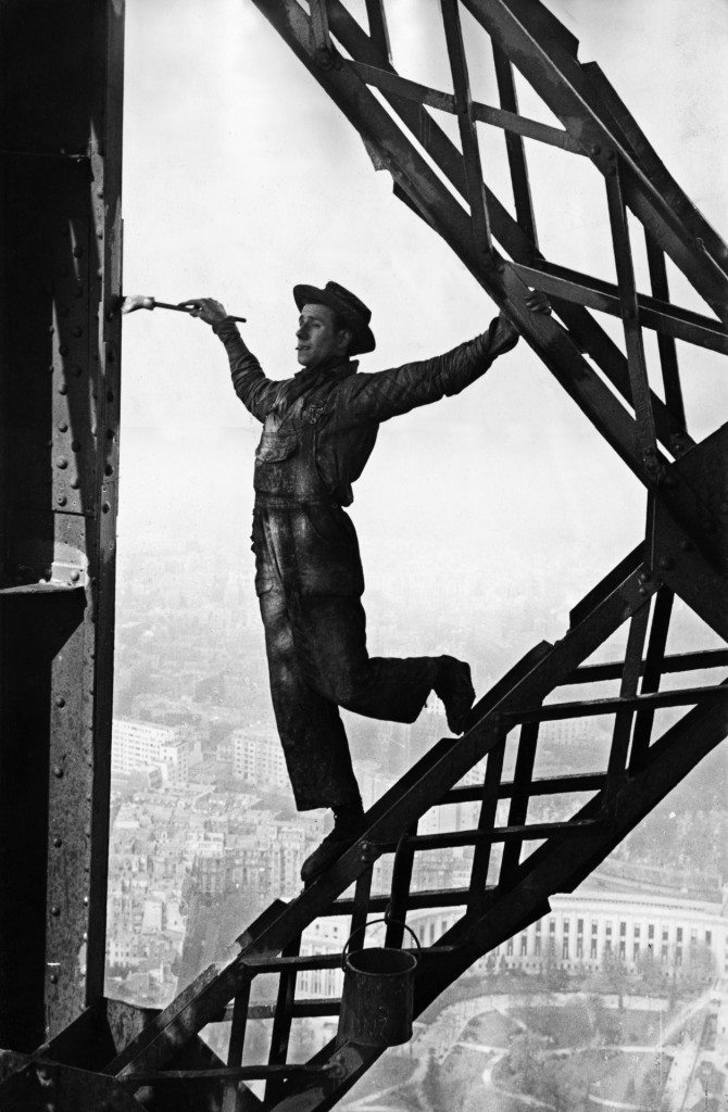 painter on eiffel tower