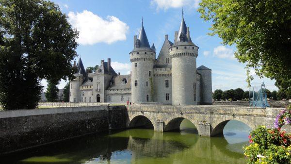 17 Château de Sully-sur-loire www.talkinfrench.com