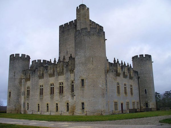 22 Château de Roquetaillade www.talkinfrench.com