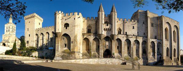 28 palais-des-papes wwwtalkinfrench.com