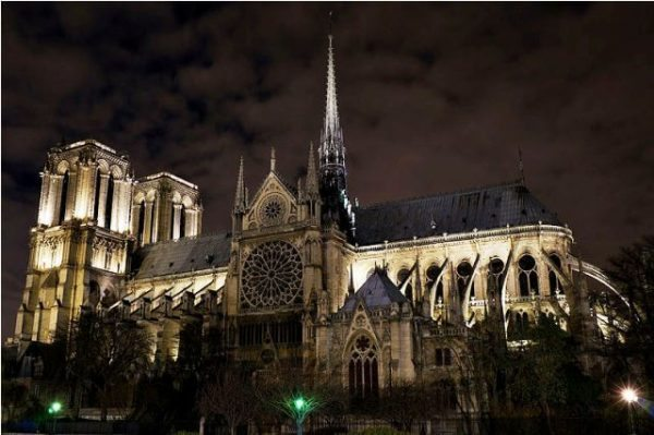 Notre_Dame_de_Paris_Night