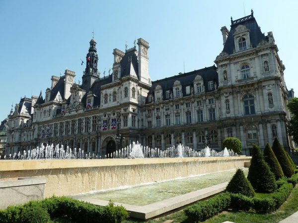 20 famous french attractions and how to pronounce them - Hotel fontainebleau piscine ...