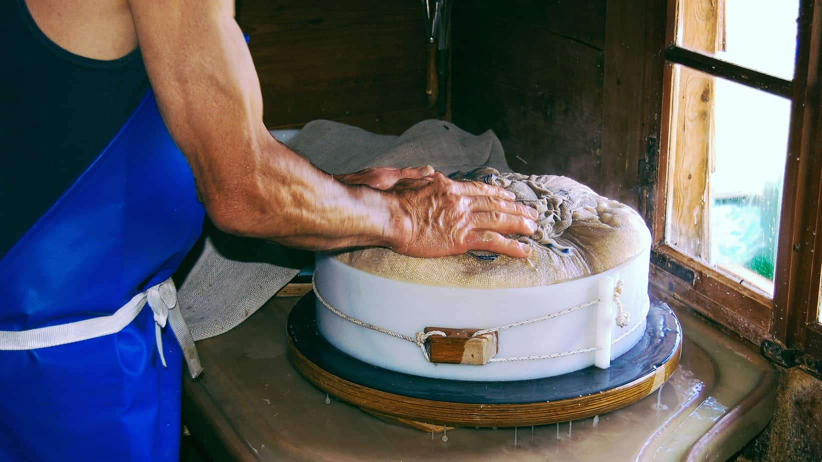 TalkInFrench.com Making cheese